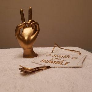 Gold decor | 💍 holder and motivational banner
